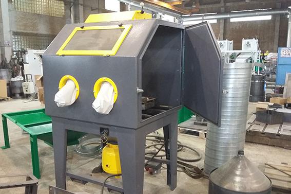 Пескоструйная камера Аэробластинг напорного типа в производстве